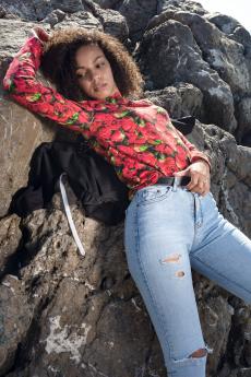 Новинка: водолазка с розами Натали